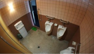 pHOTO iMAGE OF Best Places to Stay In Tokyo On A Budget - Toilet Review for Hotel Hoteiya pICTURES