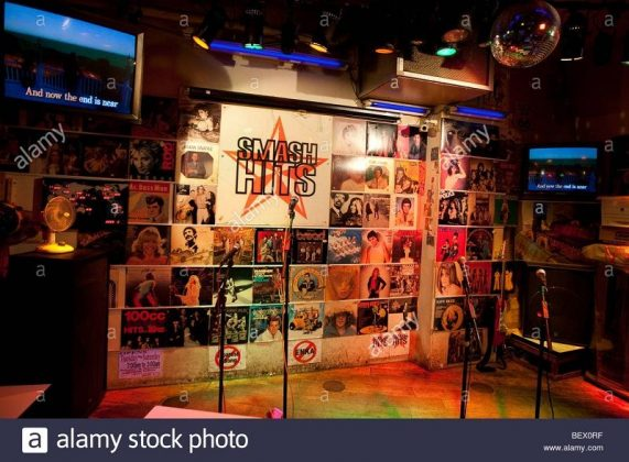 Image Photo of 10 Things You Have To Do in Tokyo - Smash Hits Karaoeke - Smash Hits Stage Singer Pictures