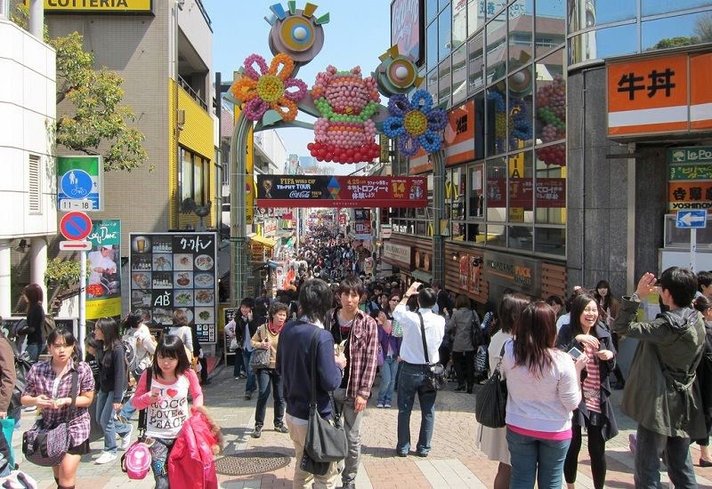 Image Pictures of What To See In Harajuku - Visitors of Takeshita Street at Harajuku Photo