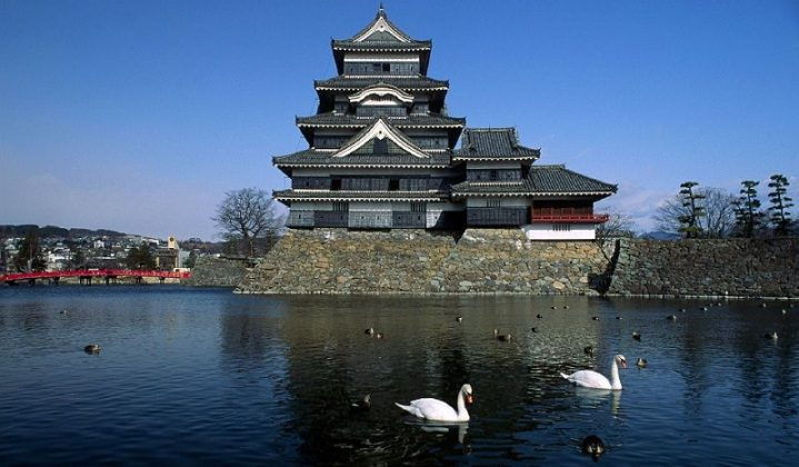 Image Photo of which-cities-to-visit-in-japan-fotografi-spot-at-matsumoto-castle-nagano Pictures